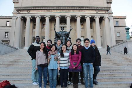 El exolimpico de OMAPA, Marcos Martínez Suggasti, junto a sus compañeros en la Universidad Columbia de New York.