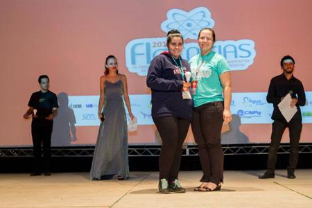 El premio al estudiante destacado de cada país, que este año lo recibió Gabriela Aliendre, se basa en las apreciaciones que tienen los evaluadores en el desempeño de cada estudiante.