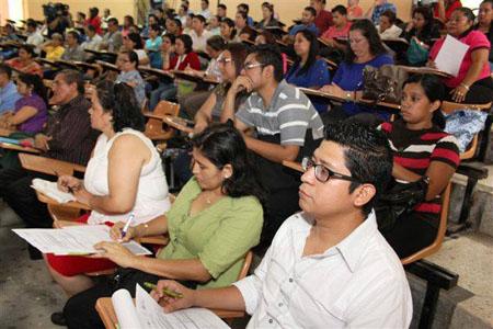 Docentes durante el Segundo Taller sobre la Enseñanza de las Matemáticas en América Latina, en El Salvador