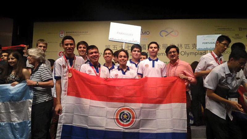 Equipo Paraguayo en la premiación de IMO 2016