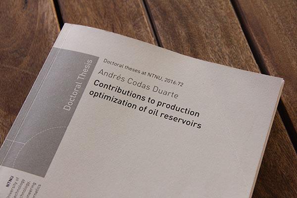 """""""Contribuciones a la optimización de la producción de petróleo"""", la tesis doctoral de Andrés Codas en la NTNU."""
