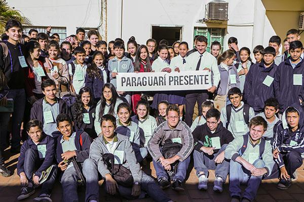 Jóvenes en Paraguarí, durante la ronda departamental de la Olimpiada Nacional de Matemática 2015
